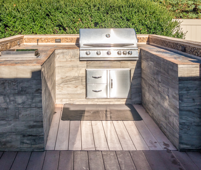 Add an Outdoor Kitchen to your Deck - Econo Decks - Decks and Fence Services Calgary - Featured Image