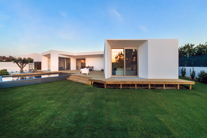 Build a Platform Deck - Econo Decks - Deck and Fence Services - Featured Image